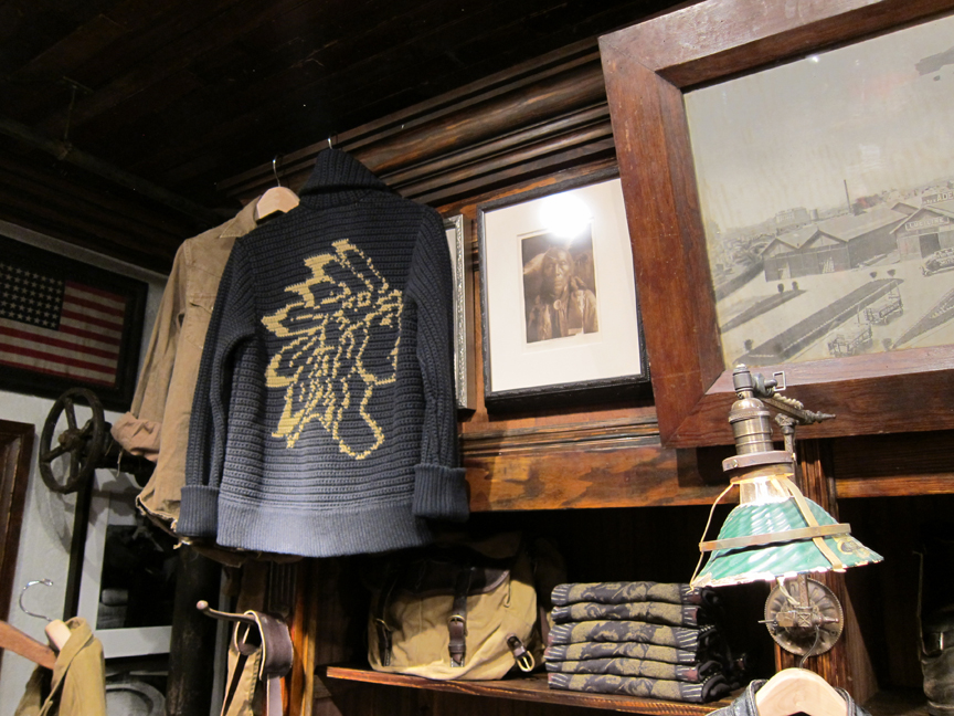http://www.acontinuouslean.com/wp-content/gallery/rrl-72nd-street/rrl_72nd_mens_17.jpg